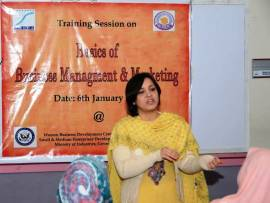 "IVLP Alumna Nabila Safdar delivers a lecture on ""Basics of Business Management and Marketing"" during the Crafts Bazaar."