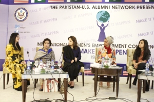 "Panelists Momina Duraid, Haseena Moeen, Zeba Bakhtair, Sarah Khan with moderator Anam Abbas at session on ""Bringing Social Change through Film and TV"""