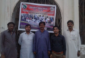 (From Left to Right) Sajid Bajeer (Express News Journalist), Partab Shivani (SEARCH Organization CEO), Aijaz Ali Babar (District Education Officer DEO Tharparkar), Sarwan Kumar (UGrad Alumnus) and father of one of the participating students after the seminar.