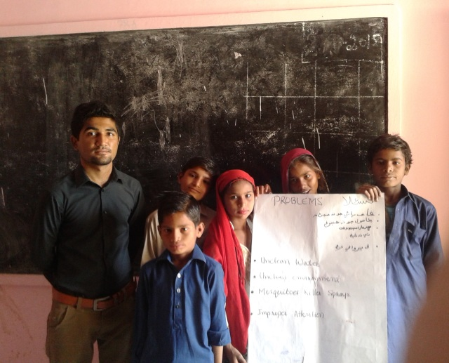 UGrad Alumnus Sarwan Kumar with students of Government Boys Primary School Parha Colony Mithi, after conducting an activity with them during the seminar
