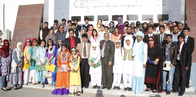 Chief Guests, Teachers, Organizers and students of the 'Mashal-e-Rah' project at its closing ceremony