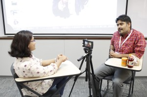 A participant conducting a mock interview from another attendee about creating the perfect peanut butter and jelly sandwich during the Multimedia-Interactive Storytelling session